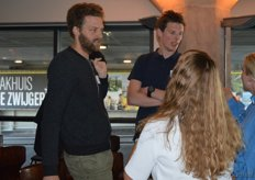 David Klingen (Ghee Easy) en Aart Jan Knauff (DO-IT) in gesprek met de Rude Health-dames.